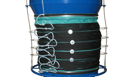 Two lifting cables outside the material flow raise and lower the loading bellows without cable wear due to material friction and obstruction to material flow